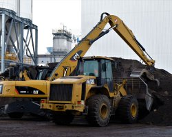 CAT 322D MH en shovel CAT 950H